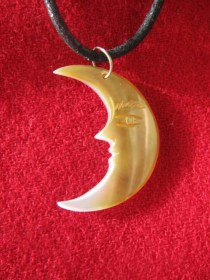 mother_of_pearl_man_in_moon_necklace