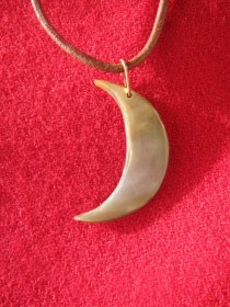 mother_of_pearl_moon_necklace