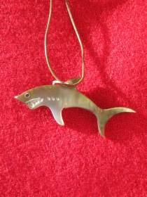 mother_of_pearl_shark_necklace